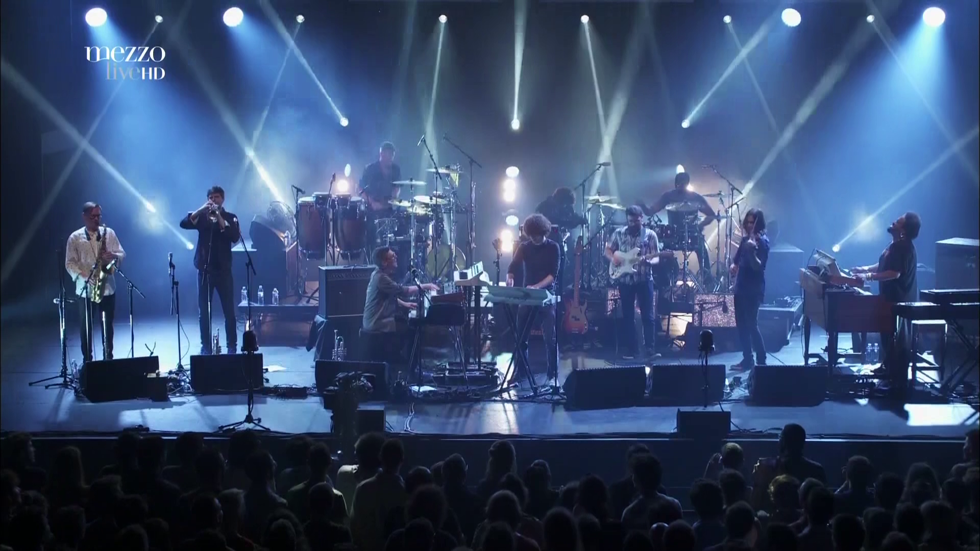2017 Snarky Puppy - Live In Paris [HDTV 1080i] 5