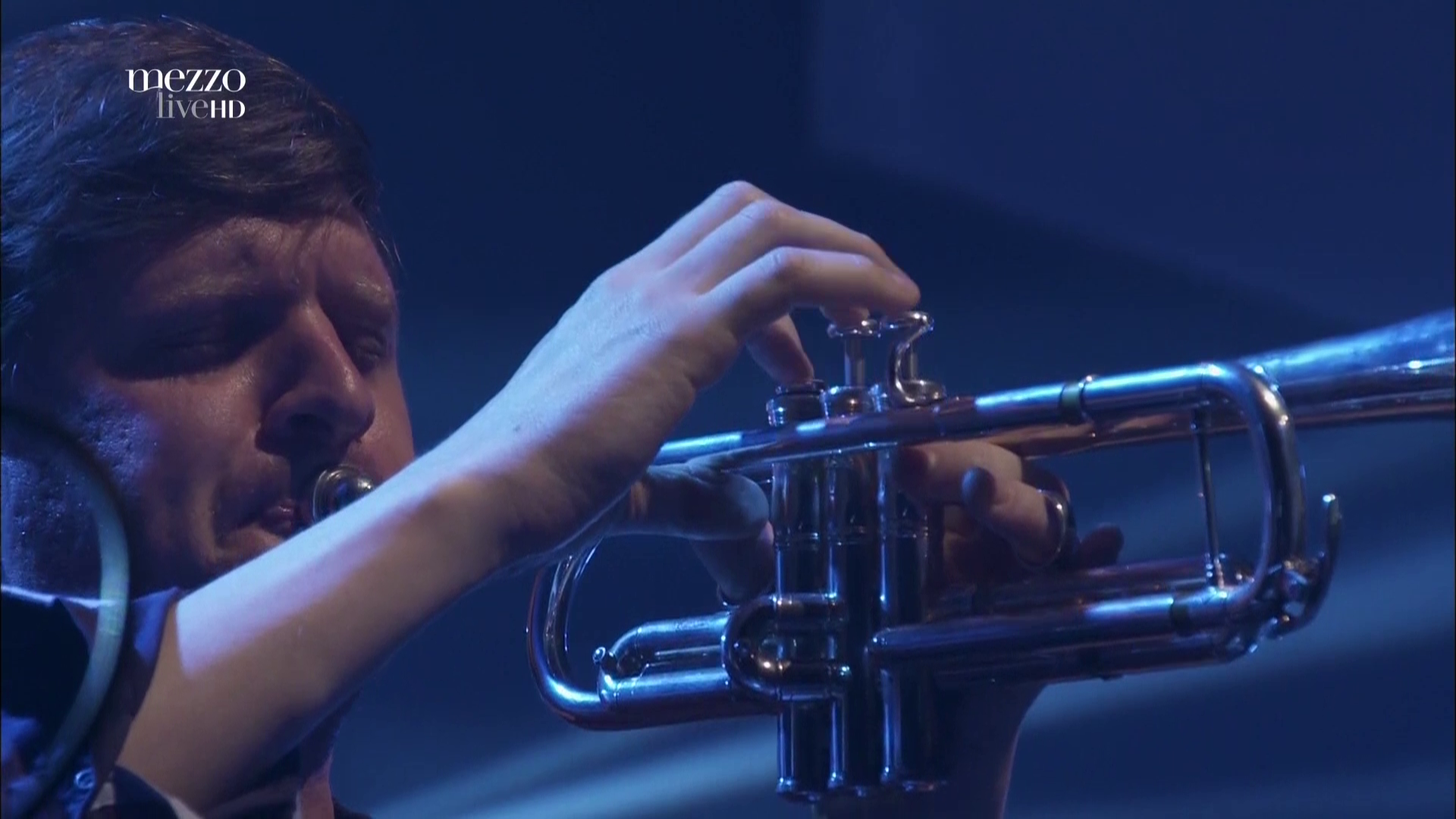 2017 Snarky Puppy - Live In Paris [HDTV 1080i] 3